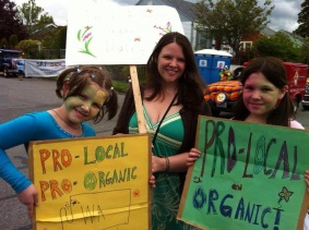 Michelle Magee with two of her daughters at a Non-GMO rally